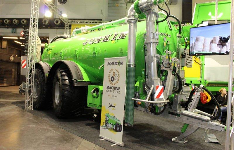 De X-trem 2 van Joskin stuurt het voorste wiel mee voor een beter zicht en grotere banden.