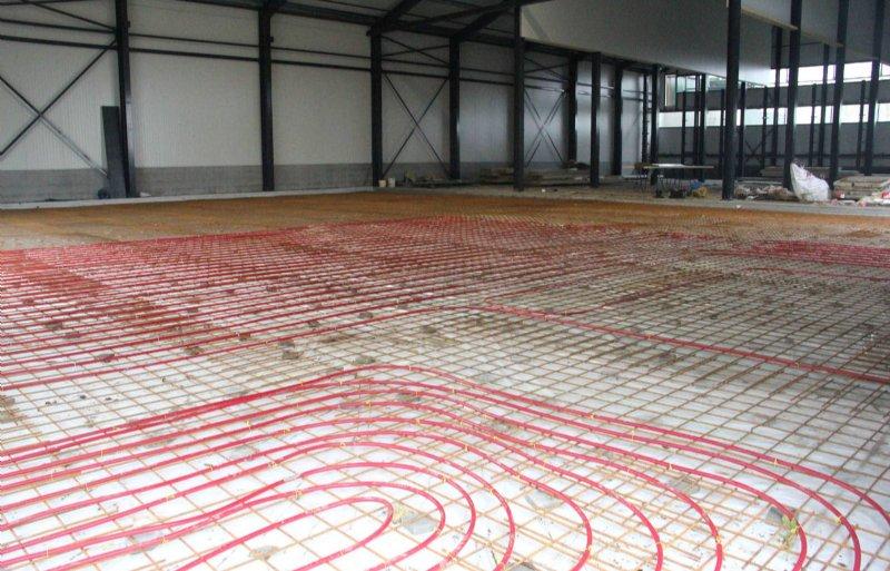 Vloerverwarming voor de werkplaats en de machines.