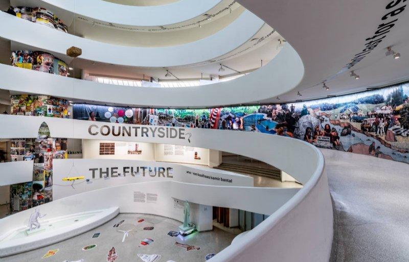 Gugenheim Museum in New York draait in een spiraalvorm omhoog.