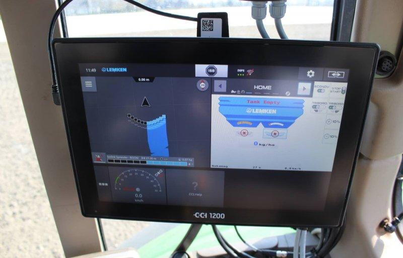 Op de CCI 1200-terminal zijn alle instellingen te maken. Het scherm is groot genoeg voor gps.