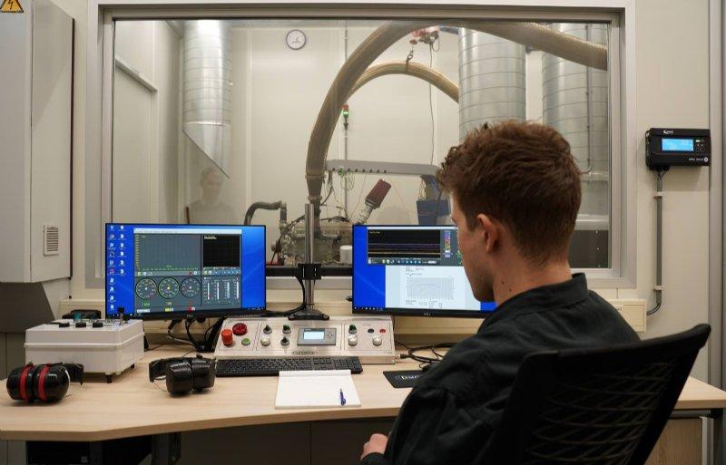 Paradepaardje is de computergestuurde testbank voor alle types motoren.
