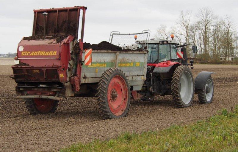 De Akker van de Toekomst haalt de meeste nutriënten uit de kringloop terug met compost.