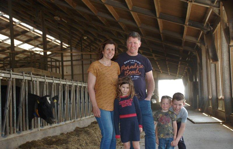 Joep en Marleen Boemaars, samen met hun kinderen Thijs, Lotte en Luuk.