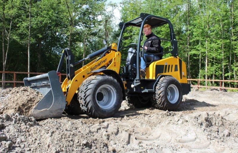 De versie met twee accupakketten kost met 60.900 euro ruim een derde meer dan een gelijkwaardige dieselshovel.