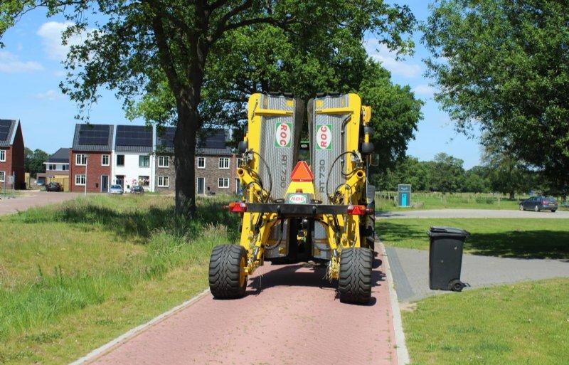 In transport blijft de bandhark redelijk compact. De transportwielen zijn geveerd.
