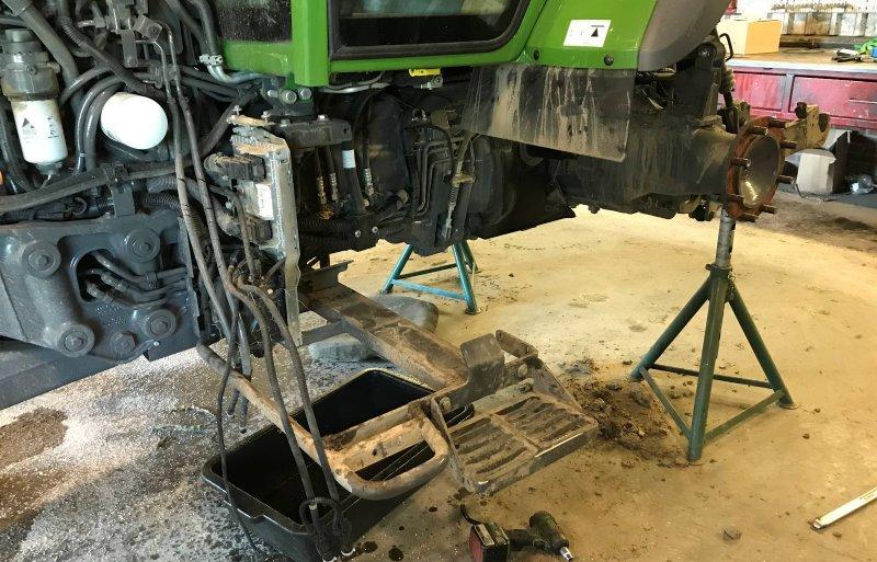 Het verwijderen van motor, koeling en dieseltank geeft veel ruimte voor het plaatsen van accu's.