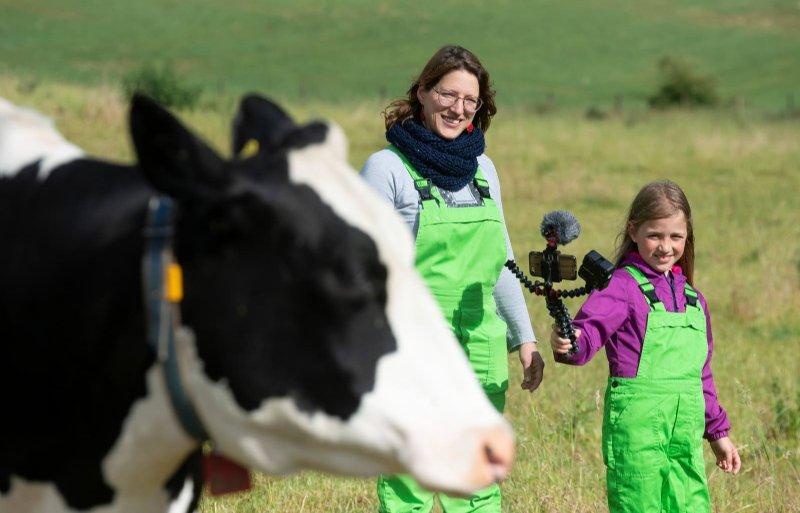Het liefst maakt Eva filmpjes over koeien. 'Ik vind koeien gewoon leuke dieren.'