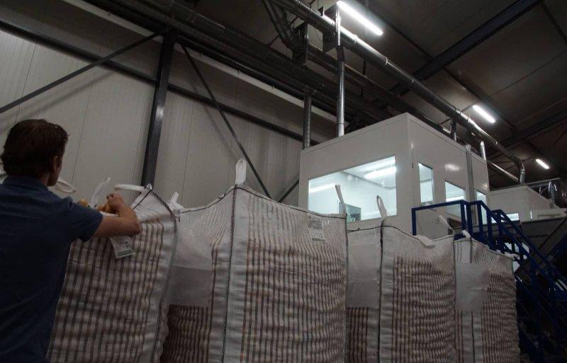 De uien gaan in kleinverpakkingen of in bigbags.