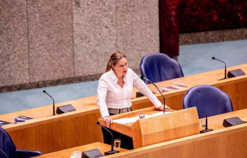 Minister Carola Schouten (LNV) tijdens het debat over de voermaatregel.