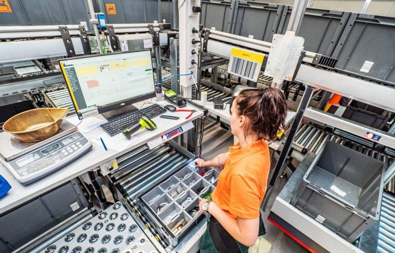 Op het moment lukt het om met zestig medewerkers maximaal duizend pakketten per dag klaar te maken.