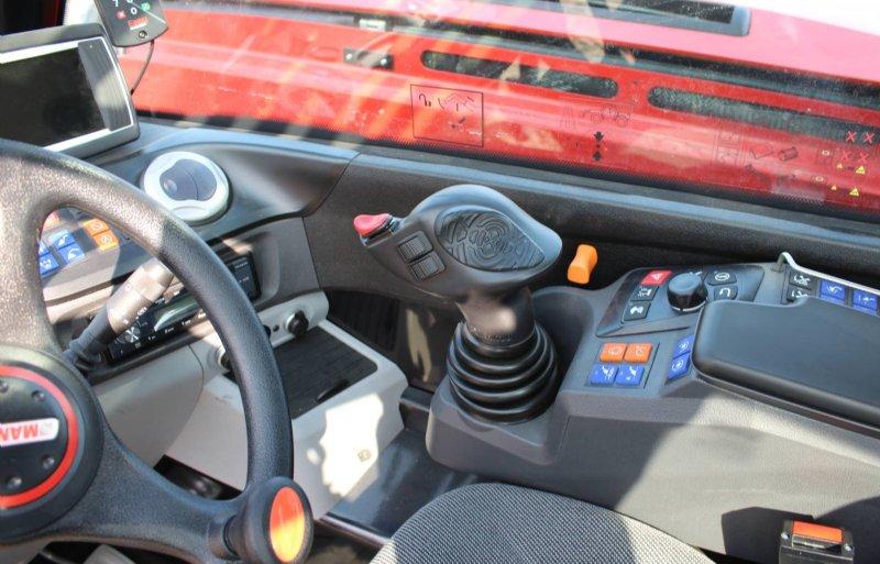 De JSM handpalm joystick op de armleuning is er al vanaf 2004 en beweegt met de stoel mee.
