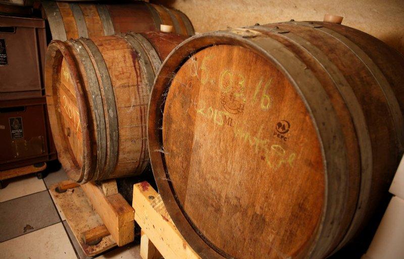 Wijn van Reeborghesch rijpt deels in houten vaten.