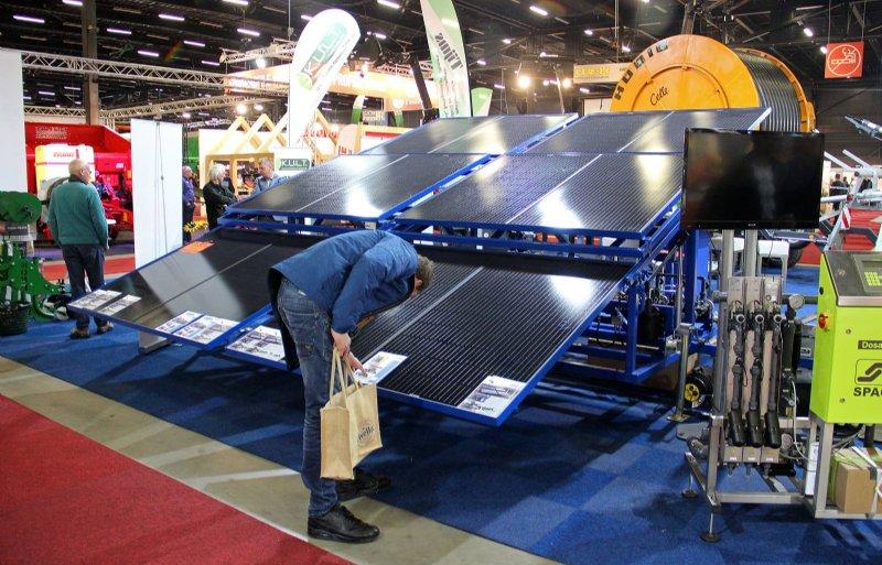 De SolarDrip van Tijms is met maximaal 24 panelen uit te rusten. De installatie bevindt zich op de wagen.