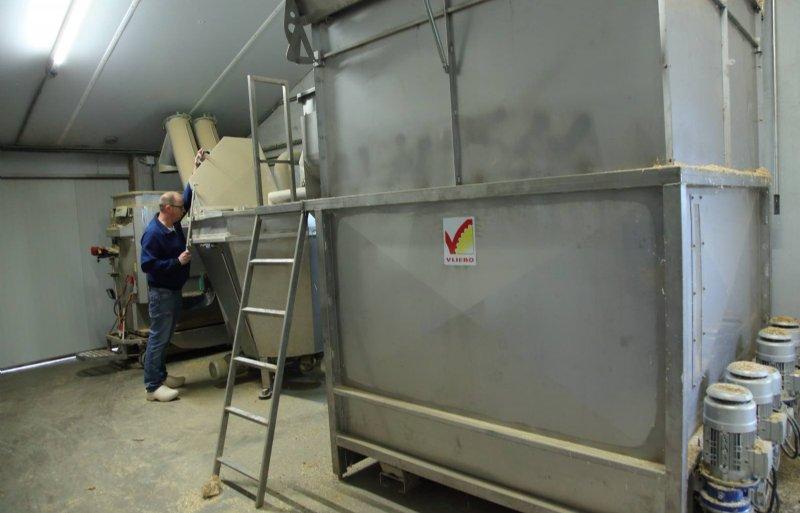 In de voerkeuken worden ook bijproducten gemengd.