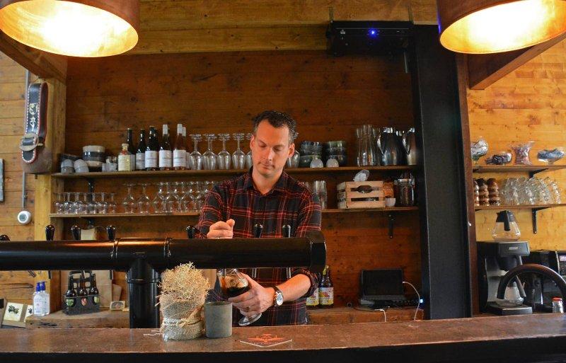 Theo Hogendoorn heeft in ongeveer drie jaar tijd de bierproductie vergroot van 400 liter naar ongeveer 4.000 liter per maand. Hij begon hobbymatig in zijn garage in Dronten. De nieuwe brouwerij staat in een akkerbouwschuur bij zijn schoonouders in Dronten. Hij werkt er circa 30 uur per week.