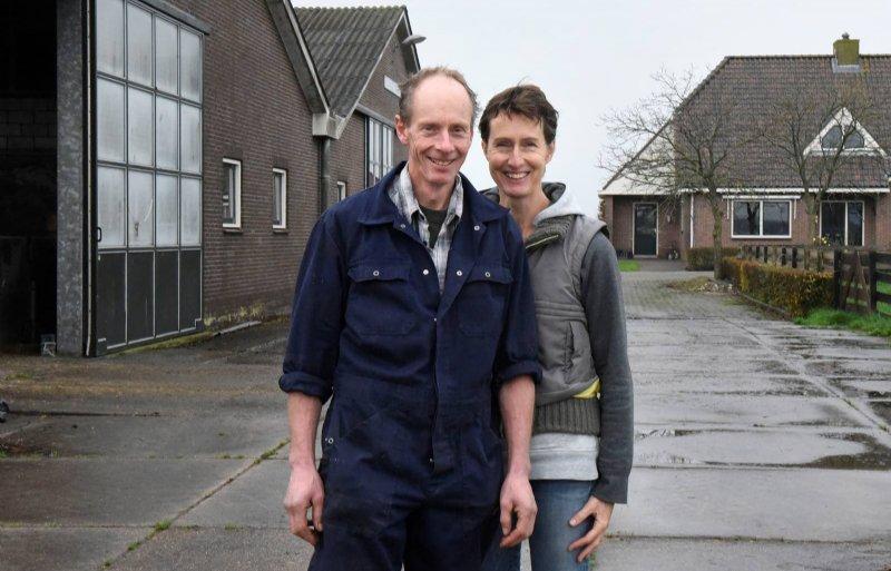 Melkveehouder Johan Mulder met zijn vrouw Carolien.