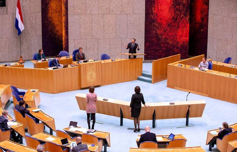 Barry Madlener (PVV) spreekt de Tweede Kamer toe.
