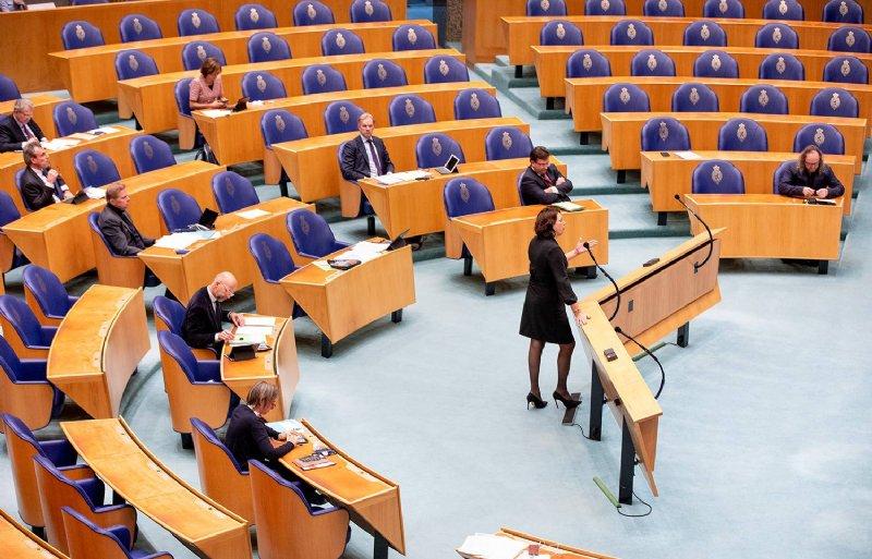 Helma Lodders (VVD) in debat in de Tweede Kamer die alleen gevuld is met landbouwwoordvoerders van de partijen.