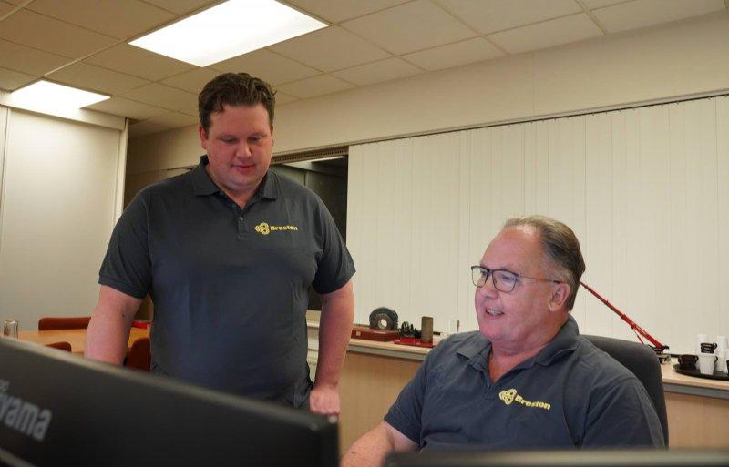 Vader Joost en zoon Jan Abresch zijn verantwoordelijk voor de verkoop.