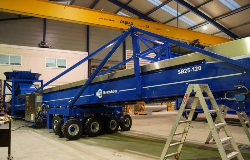 Breston bouwt veel speciaalmachines voor de industrie. De op- en overslag in havens bijvoorbeeld.