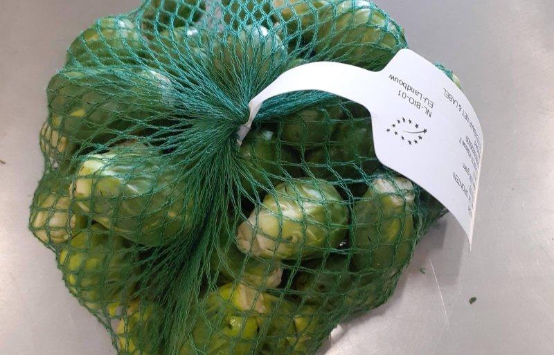 De spruiten gaan in biologisch afbreekbare verpakkingen.
