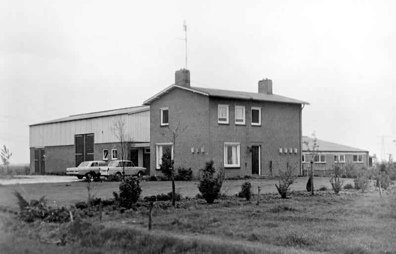 De ruilverkavelingsboerderij van in de beginjaren.