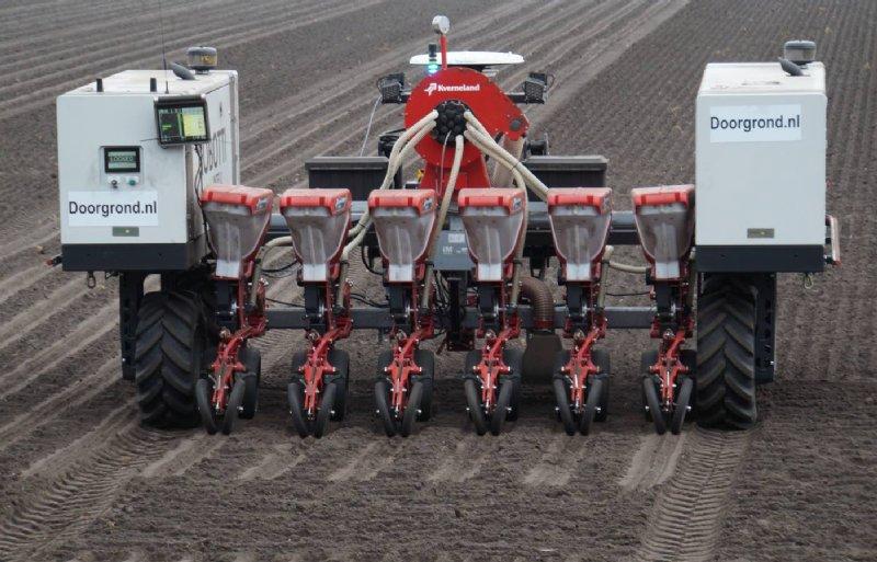 De Robotti is al met veel machines uitgevoerd waaronder deze Kverneland voor het zaaien.