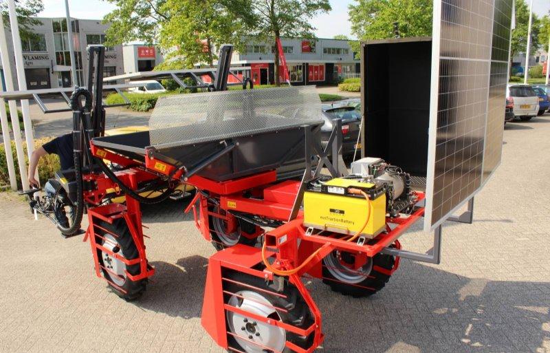 Achterop de selectiewagen zijn de 48 volt lithium-ion accu en elektromotor geplaatst.