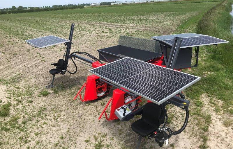 Met 's nachts opladen en overdag extra stroom van vier zonnepanelen heeft de selectiewagen de hele dag genoeg stroom.