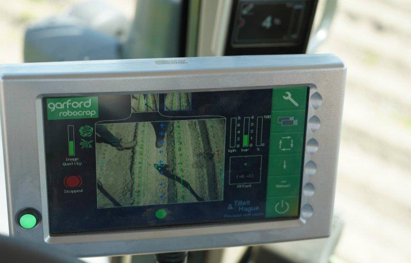 Het exacte camerabeeld wordt in de cabine getoond.