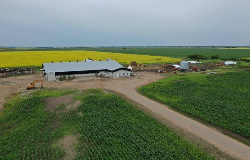 Het melkveebedrijf van Ken Klassen in de Canadese provincie Saskatchewan staat te koop.