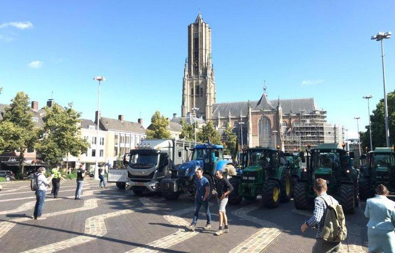 Boeren verzamelen zich in Arnhem.