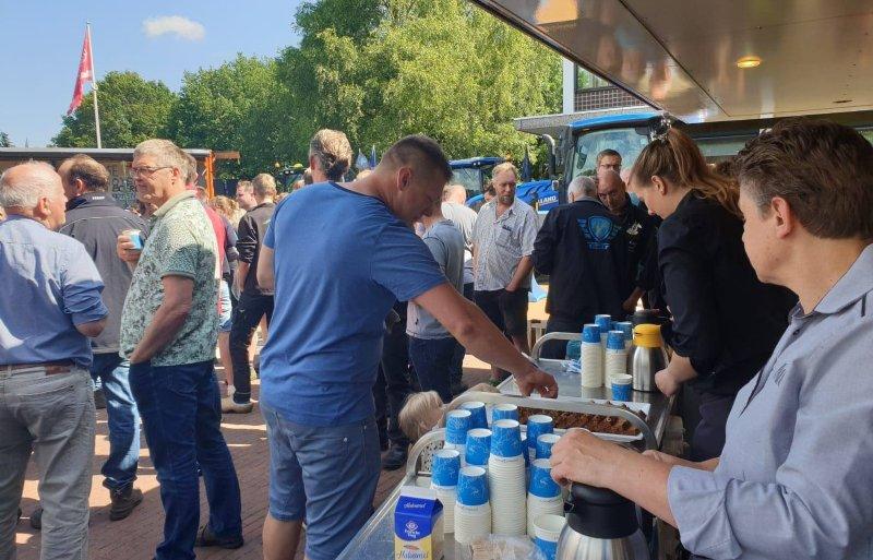 De provincie Drenthe serveert de boeren koffie.